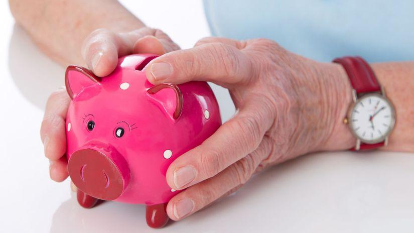 sporenie, šetrenie, prasiatko, dôchodkyňa