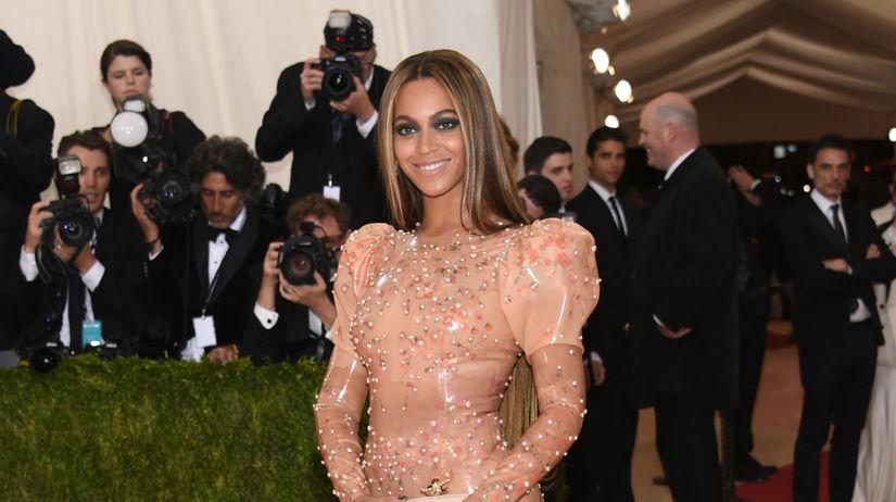 Rok 2016: Speváčka Beyonce v kreácii Givenchy...