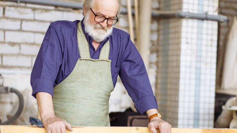 dôchodca, penzista, práca, drevo