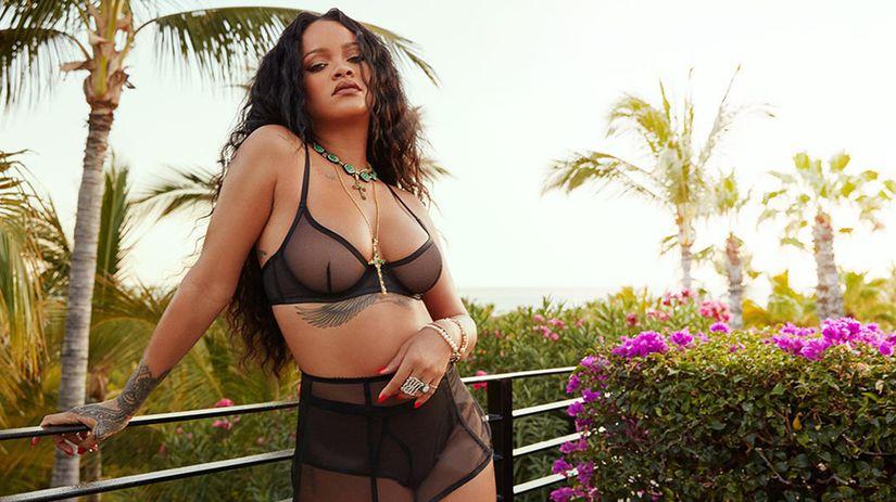 Speváčka Rihanna v jednej zo súprav novej...