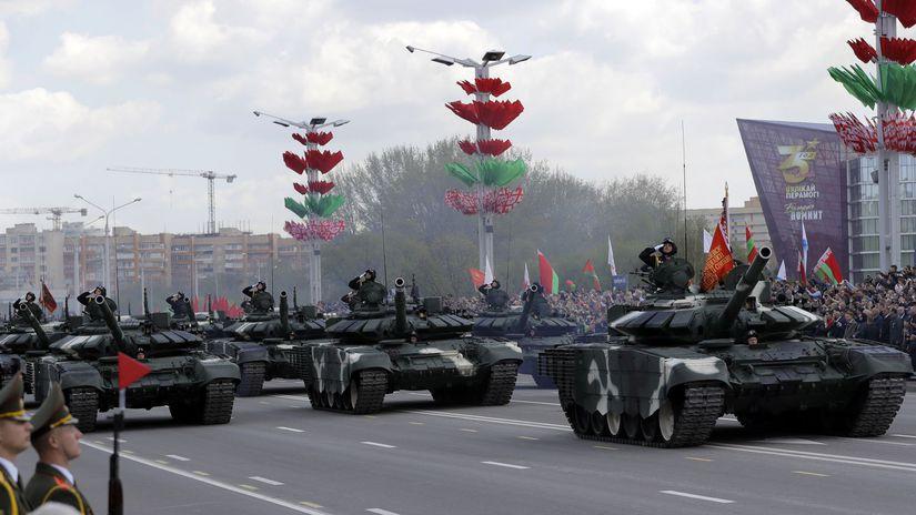 bielorusko vojenská prehliadka minsk tanky