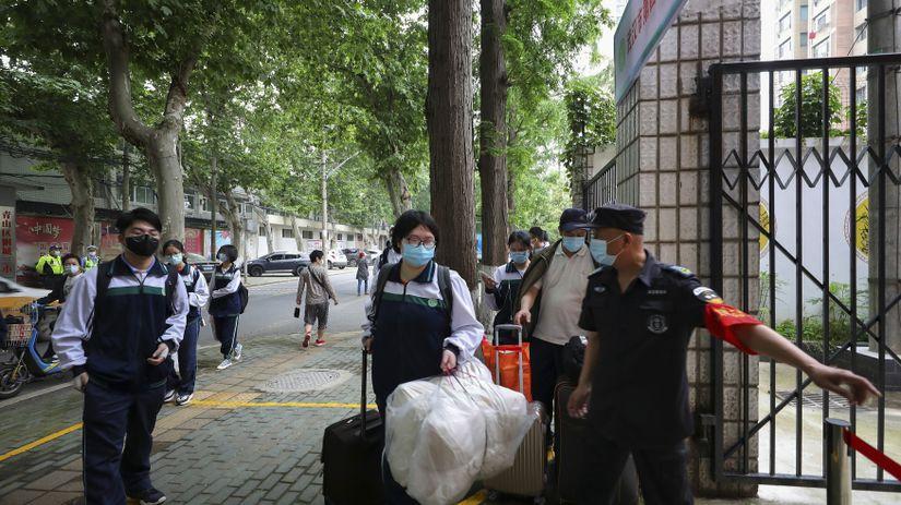 Čína Wu-chan Školy Koronavírus Stredné Otvorenie