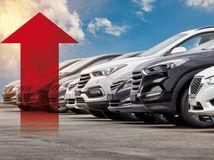 auto, narast cien, narast predajov, sipka
