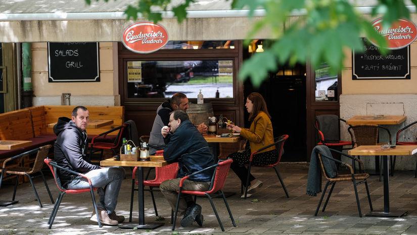 kaviareň, reštaurácia, terasa, rúško
