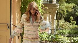 Detaily volánikov na šatách nie sú len obľúbeným dekoratívnym prvkom. Tešia sa aj obľube dizajnérov, ktorí ich zaradili do tohtoročných trendov. Vizuál Odd Molly.