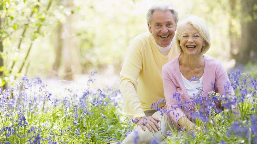 dôchodcovia, penzisti, manželia, príroda, radosť