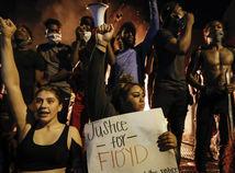 Policajta za usmrtenie Afroameričana Floyda obvinili z vraždy 3. stupňa