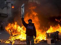 Rozdelené USA čelia viacerým krízam