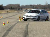 Škoda Superb iV - losí test 2020