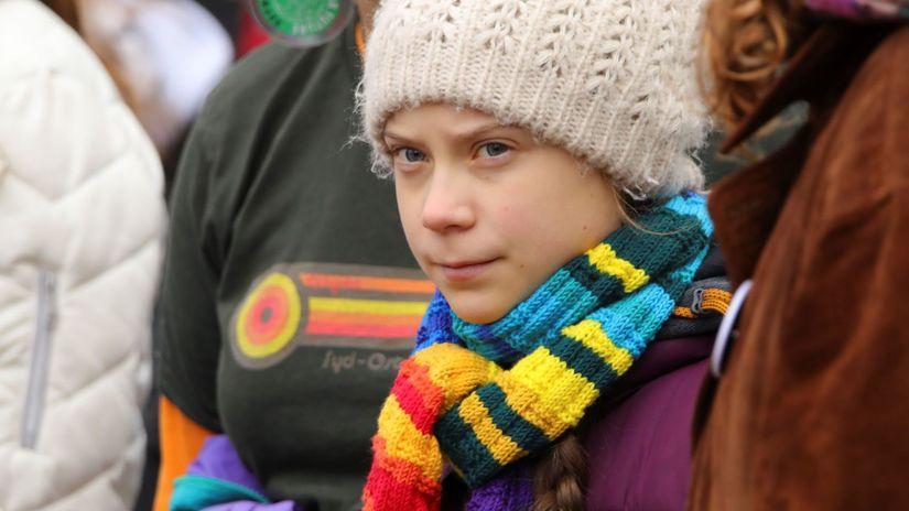 Greta na klomatickom strajku v Bruseli mensie