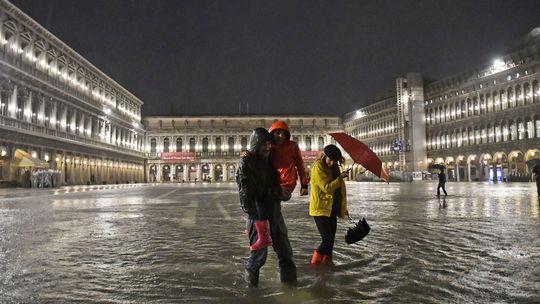 Nadpriemerne vysoký príliv zaplavil štvrtinu Benátok