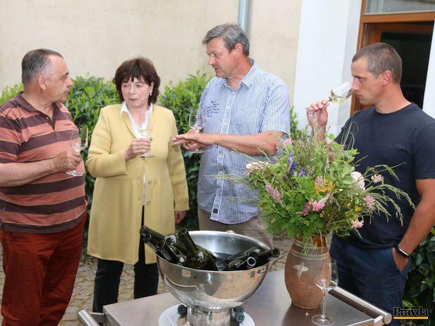 Šesť príbehov o víne v podaní jeho štyroch životných partnerov