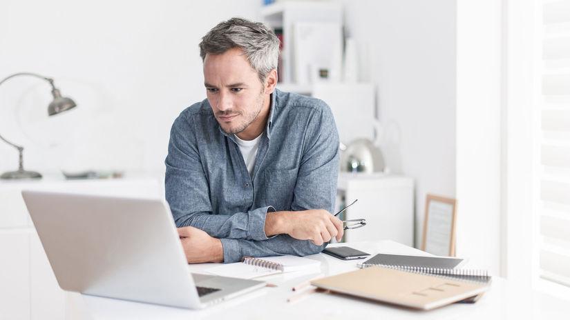 muž, práca, notebook, kancelária, zápisníky