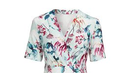 Šaty s florálnym motívom. Predáva Cellbes.sk za 69,95 eura.