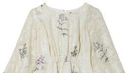 Šaty s florálnym motívom Reserved, predávajú sa za 49,99 eura.