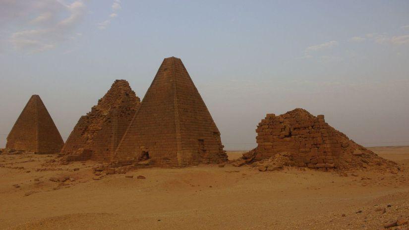 pyramidy male