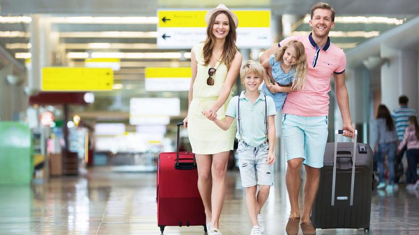 rodina, leto, prázdniny, kufre, letisko,...