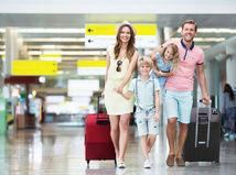 rodina, leto, prázdniny, kufre, letisko, cestovanie, dovolenka