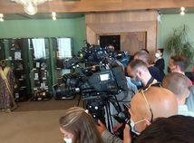 Novinári čakajú na Borisa Kollára