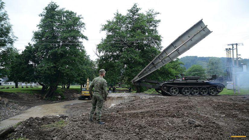 V obci Zubné postavili dočasný most vojaci