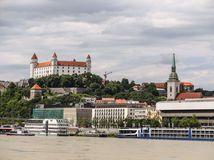 bratislavsky hrad, nabrezie,