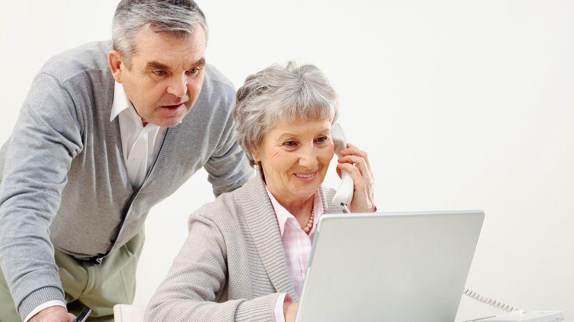 manželia, penzisti, notebook, telefonovanie