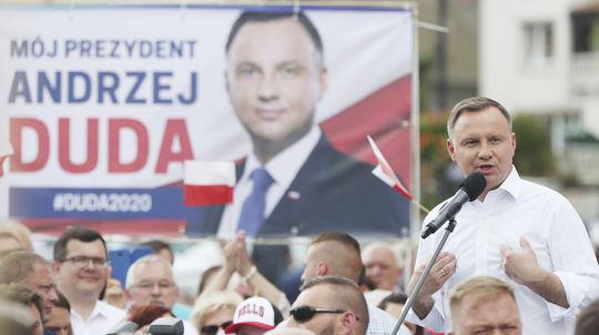 Duda podľa prieskumu vyhrá i druhé kolo prezidentských volieb v Poľsku