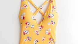 Dámske jednodielne plavky s kvetinovým vzorom Hollister. Predávajú sa za 51 eur.