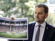 Matovič o víruse: Rúška sa zatiaľ nerušia, pohrozil futbalovým klubom