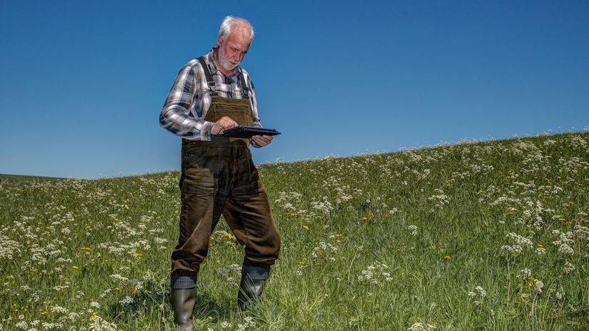muž, pozemok, poľnohospodár, urbár, tablet, práca