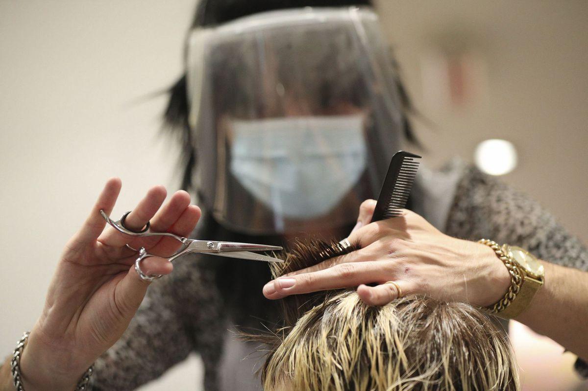 koronavírus kaderník holič