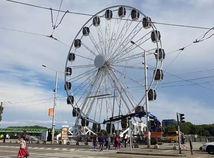 Bratislava má pri Dunaji ruské koleso. Pre jedných atrakcia, pre iných paškvil