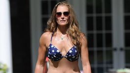 Ako sa vám páči 55-ročná Brooke Shields v bikinách?