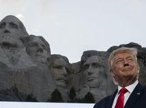 USA Trump Rushmore demonštranti dejiny kritika