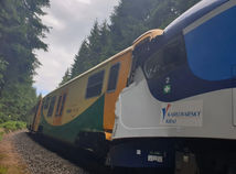 V Česku sa čelne zrazili dva vlaky, hlásia dve obete