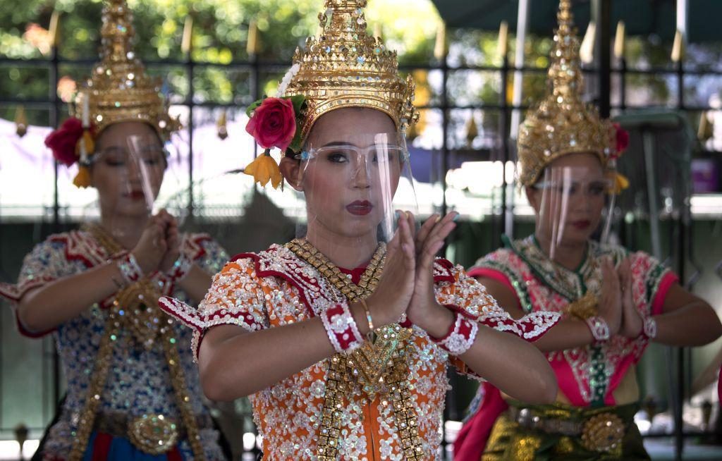 Thajsko, koronavírus, tanečnice, tanec, štíty,