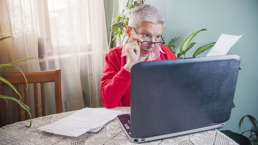 žena, pracujúci penzisti, práca, dôchodkyňa,...