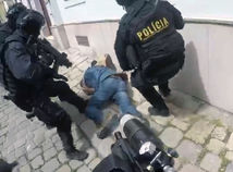 polícia zásah bratislava útok nožom