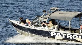 Jazerná patrola prehľadáva oblasť jazera Piru, v ktorom sa stratila americká herečka Naya Rivera.