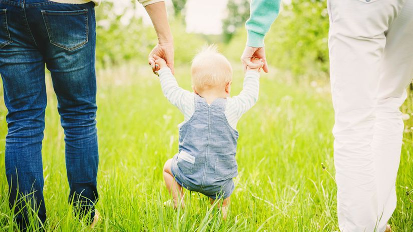 rodičia, dieťa, prechádzka, výchova, rodina