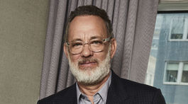 Herec Tom Hanks na promozábere k novému filmu Greyhound.