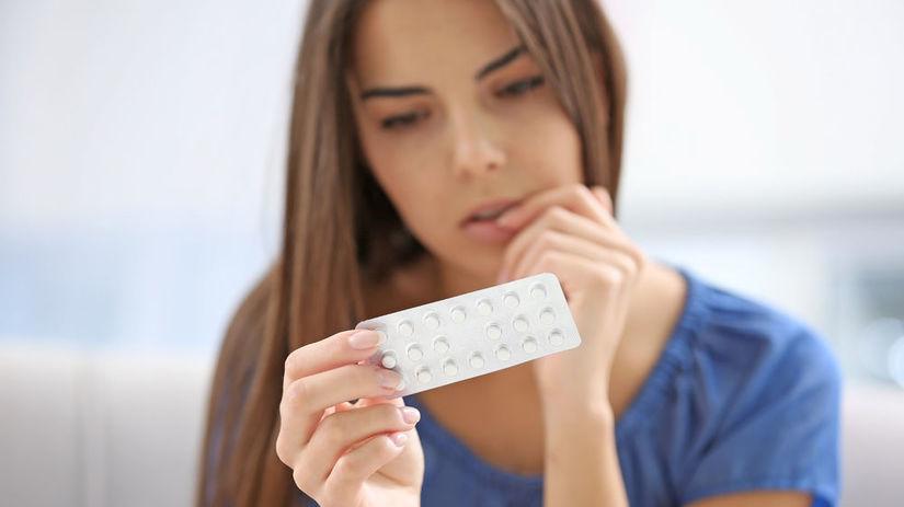 antikoncepcia, mladá žena, tabletky, pilulky