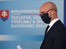 Gröhling pre pochybnú diplomovku neodstúpi z postu ministra školstva