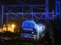 Pri zrážke vlakov v Česku zomrel rušňovodič a 35 ľudí utrpelo zranenia