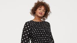 Dámske bodkované šaty H&M, predávajú sa za 15,99 eura.