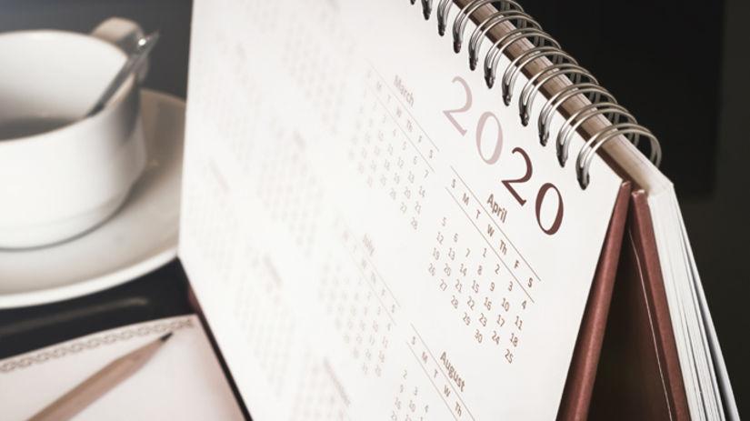 kalendár, 2020, šálka, papier, ceruzka