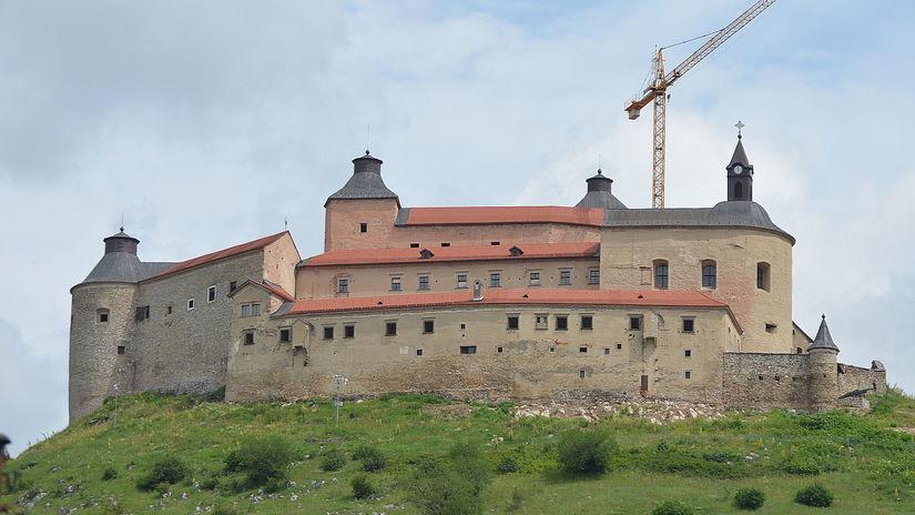 Krasna Horka, hrad, rekonstrukcia, zeriav