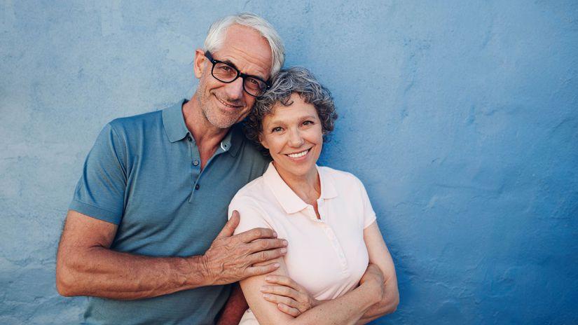 dôchodcovia, penzisti, manželia, úsmev