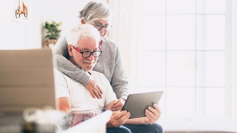 seniori, dôchodcovia, manželia, tablet, úsmev