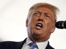 Nechce byť strapatý a oranžový. Trump mení ekologické normy